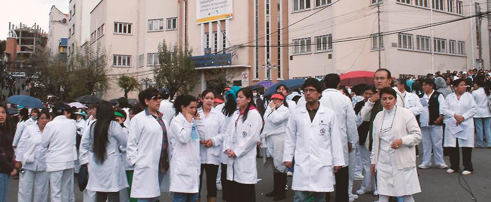 Bolivia: ¿A que se debe la renuncia de médicos?